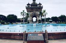 万象凯旋门位于首都万象市中心南掌大路端,仿法国凯旋门建造,是老挝重要地理标志。        万象凯