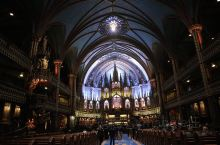 蒙特利尔圣母大教堂是北美最大的教堂,它于1829年建成,位于蒙特利尔市旧城区中心地带,在达尔姆广场对