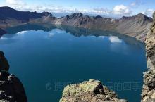 【吉林长白山天池湖水比天空还要蓝?是中国最大的火山湖,但是八成以上游客来了都扑空,啥也没看到,只看到