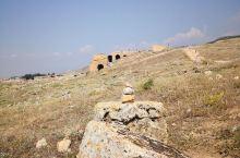 希拉波里斯古城遗迹 ———土耳其 赫娜兹山峰是爱琴海地区众多高峰中景色最为美丽山峰之一,山体被阿尔卑