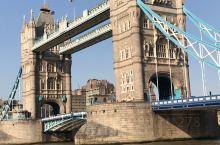 伦敦塔桥:伦敦地标建筑之一,也是伦敦的象征。