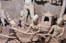 佛像公园的一组微雕,细致看看还是能看得出来大概,应该是反映死后因罪在地狱中受各种折磨,劝人行善积德,