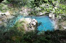 雁荡山灵峰景区内,水色清冽,色彩漂亮。