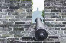 东门城楼是目前柳州遗存不多的古迹之一,即使是节假日,也没什么人,连送我们过来的滴滴司机都说他自己没来