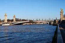塞纳河(Seine)是流经巴黎市中心的法国第二大河,全长780公里,流域面积7.8万平方公里。在巴黎