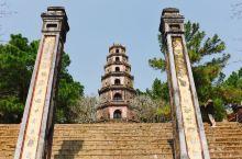 天姥寺,香江的那片净土 天姥寺的建地,是越南传说中的龙穴所在,寺前那湾香江水如龙盘踞,寺后横卧山影如