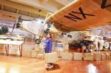有一次在美国的底特律转机时间长,溜出机场赶去最出名的亨利·福特博物馆。  从机场过去开车只要十五分钟