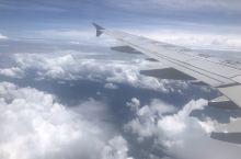 佛冈·清远  再一次葱江西飞深圳,飞入了广东境内了.飞机高度开始缓缓下降了。外面云很美,随手照了几张