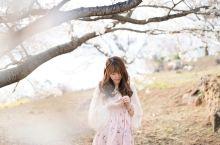 依山傍海,在九州看樱花 全世界都可以看樱花,只有在九州能在山坡上看着大海看樱花。在粉色的樱花树下席地