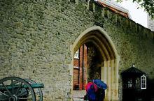 """为什么这个""""伦敦塔""""本老头会特别推荐呢?第一,它已经有差不多1000年历史了,最后一张照片是伦敦塔内"""