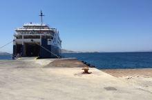 爱琴海上岛,坐船上岸。