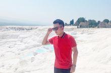 土耳其棉花堡 景点简介 棉花堡位于Pamukkale帕姆卡莱小镇,棉花堡地下有大量富含矿物质的温泉水