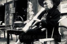 观音阁老茶馆,成都市区保留了100多年的传统的老茶馆,每一个桌子,每一把椅子都留着岁月的气息。街边的