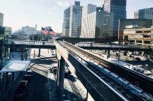 底特律,美国的汽车城,一个由汽车产业所驱动的现代化大都市,随处可见浓郁的汽车文化,虽然已经历经百年,