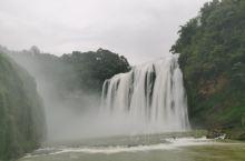 """黄果树瀑布是我国著名的瀑布,明朝时期我国著名的旅行家徐霞客就专门来到这里,并赞叹道:""""捣珠崩玉,飞沫"""