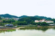 青山湖位于杭州市临安区青山镇,距主城区38公里,是一座大型人工水库,面积64.5平方公里,水域面积1