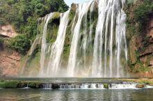 贵州省 黄果树瀑布   望黄果树瀑布 云掩天河一泄空,声传十里浪涛中。 如痴如梦心难静,飞瀑寻常起彩