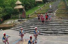 千年瑶寨,弯弯曲曲的石板路,上千年的青砖瓦房,瑶族舞曲的故乡,值得你去游玩!