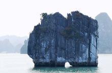 《海上桂林 下龙湾》 世界八大奇迹之一的下龙湾,近距离观赏令人折服的世界自然遗产——在1500多平方