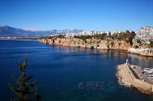安塔利亚的罗马海港和卡雷奇古城,建于公元前二世纪,是古罗马时期的重要港口,小镇位于地中海旁,海水非常