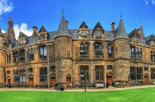 古堡一樣的大學却培育着高科枝。好美!