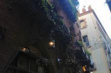 世界那么大我想去看看,巴塞罗那那么小,古老的旧城区流连忘返依依不舍。 在这里可以欣赏毕加索开过的咖啡