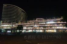 超新的酒店,在開业第一天入住。 Check In 要注意,要先到14樓再轉另一電梯到客房的樓層,全酒