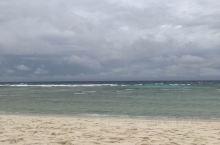龟岛的沙滩超美,每家酒店的设计很有特色,都可以随意参观!风大浪大的,感觉很舒服