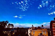 蓝蓝的天空朵朵云,花园的景色美如画!
