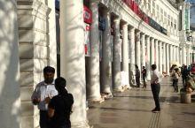 康诺特广场是印度新德里最大的金融,商业和商务中心之一。 设有几家著名的印度公司的总部。康诺特广场的商