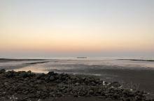 雷州的一个海滩 去姨仔家拜年  收获一个无敌大海景 可惜没有赶在大太阳落山之前。