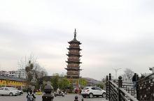 江西石城在赣州,之前是没有听说过这个小城市,无意中的到访,才发现这个安静的小城充满了古意,徽派建筑的