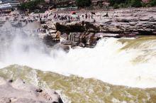 壶口瀑布。陕西与山西以黄河为界,所以两岸各有一个景点。这是在山西这边拍的照片。