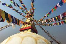 洗涤心灵的旅行胜地---博达哈大佛塔 由五座喇嘛庙、周边数家店铺,周边环绕着巨型白色的佛塔构成的建筑