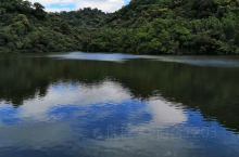 红树林生长在咸淡水交界处的湿地。在退潮的时候,泥滩会露出水面。这里风景还是和棒的 特别是蓝天白云倒映