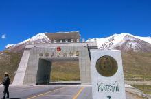 """红其拉甫口岸位于喀什地区塔什库尔干塔吉克自治县境内,是帕米尔高原上的一个通外山谷,素有""""血谷""""之称,"""