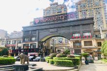 时代广场(城内区域) 坐标;市民大道621号  在建立之这里应该算是比较豪华的广场吧 他的外观广场建