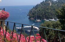 地中海第一小镇波托菲诺  今年夏天我和男友来到了波托菲诺小镇——这座位于意大利西北部的著名旅游小镇,