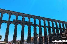 来塞哥维亚看一看两千多年历史的古罗马大渡槽~罗马数字真难辨认,废了半天劲儿,这是1974年因此树立的
