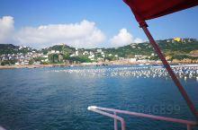 阳光沙滩,老船长,海钓魅力无穷 虽然现在是休渔期,但是,作为休闲渔业的船 是可以出海体验捕鱼的,今天