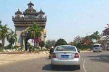 凯旋门景色不错,建筑风格独特,有特色,有西方建筑和佛教的建筑特点,是旅游景点之一,值得推荐给大家,可