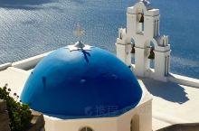 希腊圣托里尼,美得让人心碎,堪称情侣圣地。在此小住三两日,绝对让你流连忘返。岛上公共交通不是很方便,