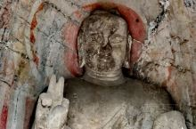 世界文化遗产 : 龙门石窟 地理位置在洛阳市洛龙区龙门镇 距离市区不算偏远,但进到景区后,仍需要搭乘