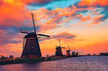 荷兰风车村。荷兰看风车主要有两个地方:一是鹿特丹附近的小孩堤防(图1234),二是阿姆斯特丹附近的赞