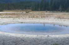 黄石公园随处可见的小彩池,牵牛花池特别惊艳