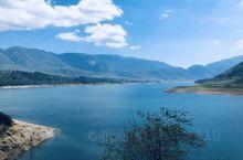 川西小瑞士,景美又凉快。 冶勒湖是一个水库,在石棉的栗子坪,被称为川西小瑞士果然名不虚传,景美又凉快