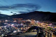 当代山观景台,俯瞰玉树夜景,你会被这个位于青藏高原腹地三江源头的城市所打动,夜幕下,这座高原城市静谧