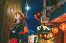 九份拍照攻略拍出《千与千寻》同款照片  台湾九份因《悲情城市》和《千与千寻》而声名远播,陈绮贞《九份