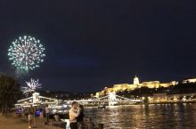 布达佩斯的夜景很有名,晚上必须来打卡。夏日的布达佩斯夜晚来得很晚,基本要等到21:30左右,天才会全