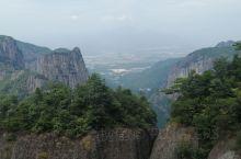 台州神仙居,北上南下,北进南出。目前北上的步道在修,必须乘索道上山。南下我选择了步道,1.8公里,没